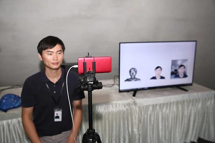 OPPO demonstrates world's first 5G video call with 3D images